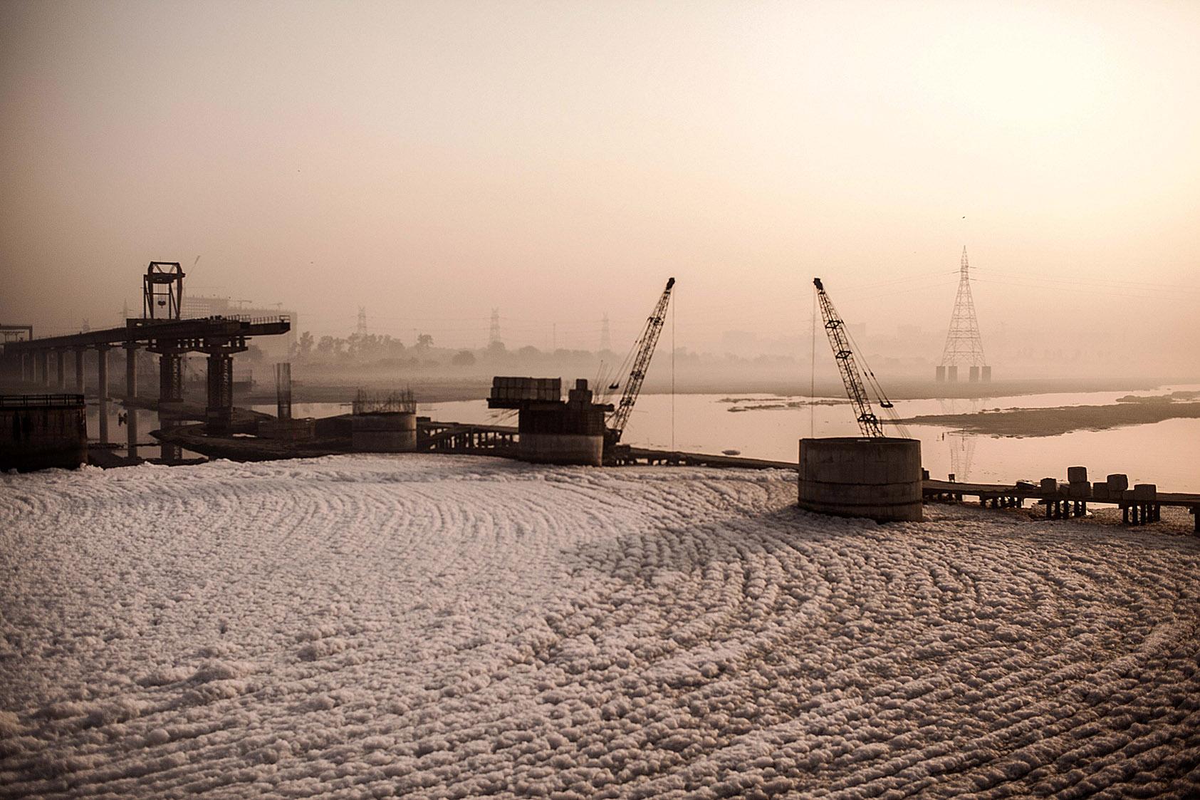Polluted Yamuna looks like a forzen lake